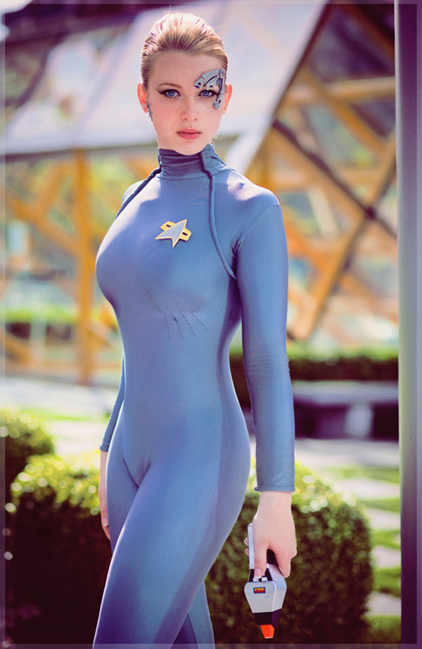 Star-Trek-Voyager-Seven-of-Nine-Cosplay