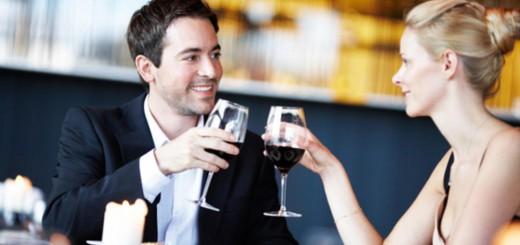 couple-on-romantic-dinner-date
