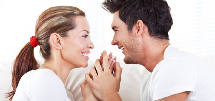 couple-smiling-and-talking