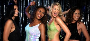 woman dancing club 300x137 What men really think about you in the club