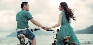 7.5 ways to flirt with a guy